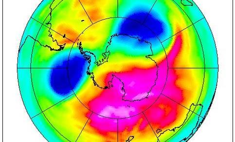 Figuur 4a: Het ozongat boven Antarctica gemeten door SCIAMACHY. Situatie op 25 september 2002, met in twee delen gebroken ozongat.