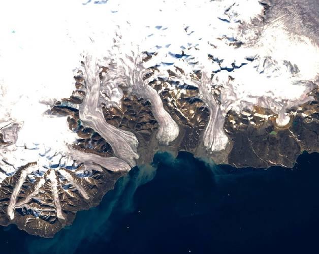 Figuur 2: Satellietbeeld van de Devon ijskap (Devon Island, Nunavut, Canada) gemaakt door de Landsat 7 ETM+ satelliet (credit: A. Gardner).