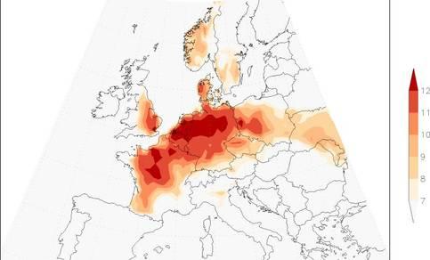 fig. 1 Positieve temperatuurafwijking van het langjarige gemiddelde in voorspelde maximumtemperatuur op 13 september 2016.  (bron: ECMWF). Alleen gebieden met een positieve temperatuurafwijking van +7 graden of hoger zijn ingekleurd.