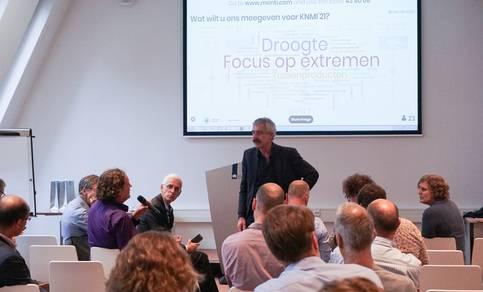 Rob van Dorland presenteert het proces naar nieuwe klimaatscenario's