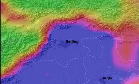 Model berekening van de fijnstofconcentraties PM10 voor Beijing en havenstad Tianjin voor 28 januari 2013. Duidelijk is te zien hoe de bergketen in het noordwesten de vervuiling tegenhoudt.