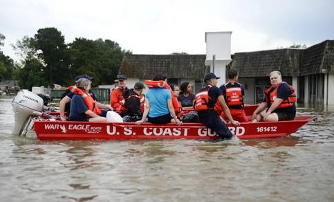 Coast Guard in actie tijdens overstromingen in Baton Rouge (Lousiana). Foto US Department of Agriculture (Brandon Giles)