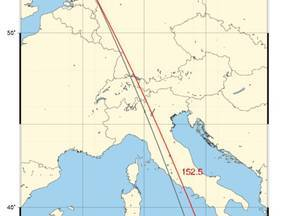 Map showing the location of DIA (red triangle), volcano Etna (green star) and the observed back azimuth of 155 degrees in gray. The distance between DIA and the Etna is approximately 1785 km at 152.5 degrees (red line).