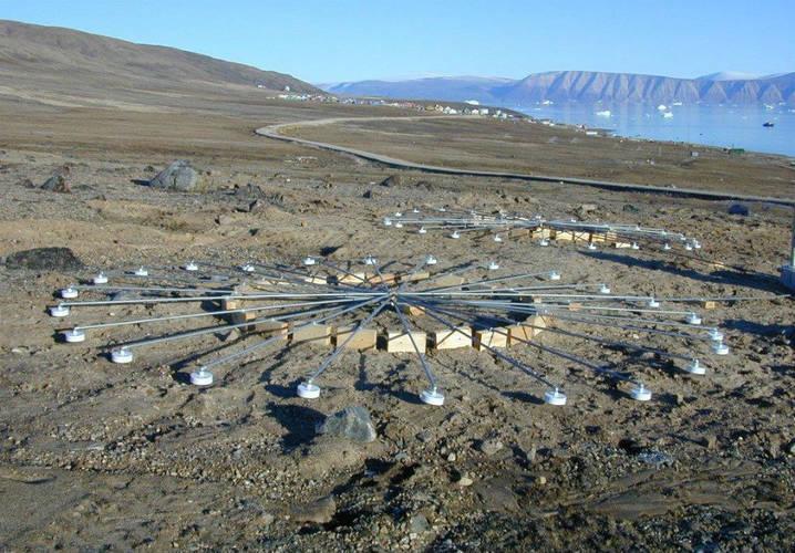 Meetinstrument IS18 is het IMS infrageluid array op Groenland.