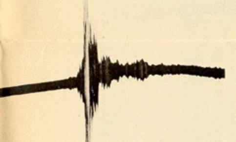 Eerste seismogram van een 'verre' aardbeving. Dit historische seismogram van 17 april 1889 is geregistreerd met een Von Rebeur-Paschwitz seismograaf te Potsdam in Duitsland.