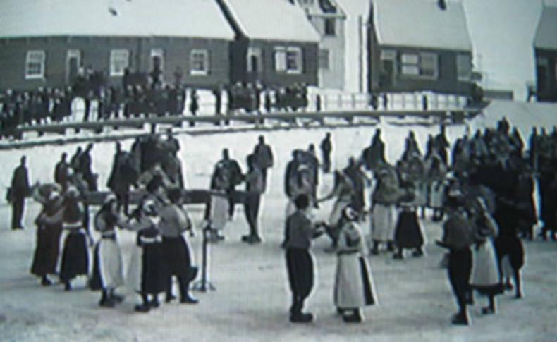 Volksdansen op het ijs