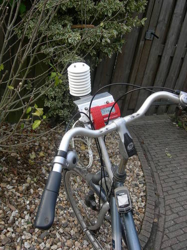 Het weerstation op de fiets waarmee KNMI-onderzoeker Theo Brandsma onderzoek deed naar het warmte-eilandeffect van Utrecht