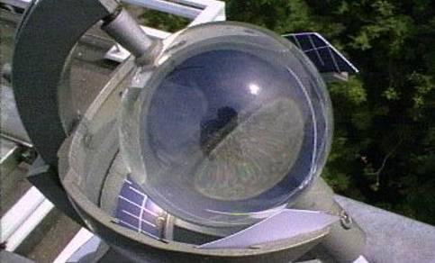 Campbell Stokes zonneschijnmeter, waarmee vroeger de duur van de zonneschijn werd bepaald