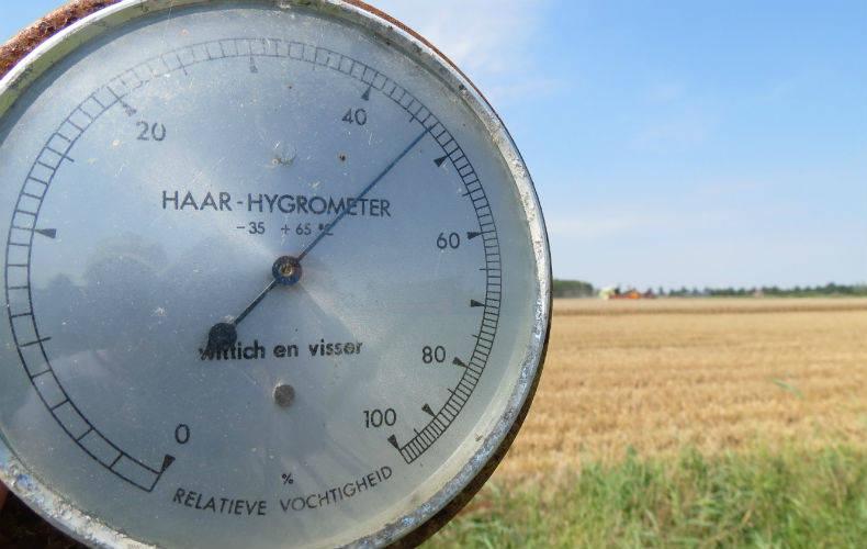 Een haarhygrometer meet de relatieve vochtigheid