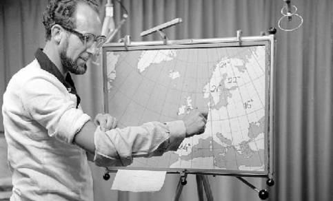Televisieweerman Joop den Tonkelaar van het KNMI verzorgde ongeveer 800 weerpraatjes