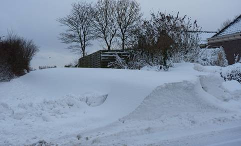 Sneeuw en harde wind kunnen tot vorming van sneeuwduinen en veel overlast leiden