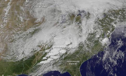 Grote tornado uitbraak in het zuiden van de Verenigde Staten (NASA)
