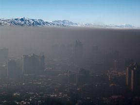 Smog boven Almaty, Kazachstan (Bron: Wikipedia)