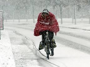 Winterse buien kunnen in het verkeer bijzonder hinderlijk zijn (Bron: Robert Hoetink)