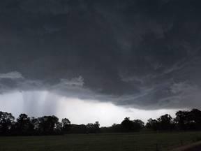Onheilspellende wolkenluchten die buien aankondigen (Bron: Robert Hoetink)