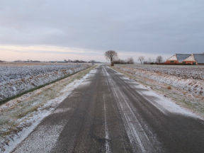 Winterse gladheid door sneeuw