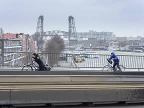storm op de Erasmusbrug in Rotterdam (Bron: Tineke Dijkstra)