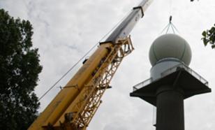 Installation of the dual-polarization radar in Herwijnen (photo: Kees Lemcke)