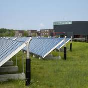 Op grond van de data van het KNMI wordt berekend hoe groot de opbrengsten van zonne-energie waren in een bepaald tijdvak.