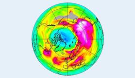 satellietwaarnemingen met het GOME2 instrument van de ozonlaag boven de Noordpool op 28 maart 2020