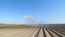 beregenen landbouw vanwege droogte in 2018