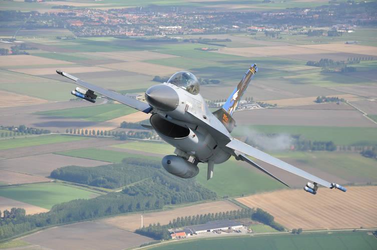 foto van F-16 vliegtuig
