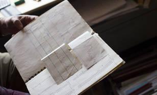 Het schrift van Sjaak de Wit vol waarnemingen en grafieken. ©KNMI