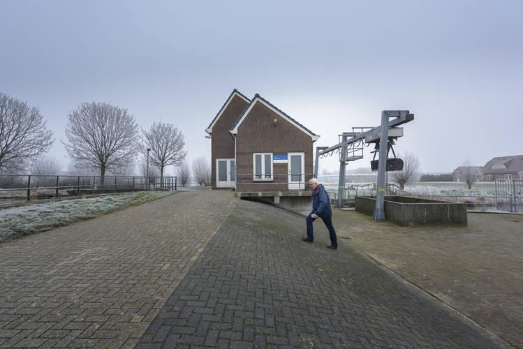 Rene van der Zwan bij het gemaal Alpherhoorn in Hazerswoude-Rijndijk. ©Tineke Dijkstra