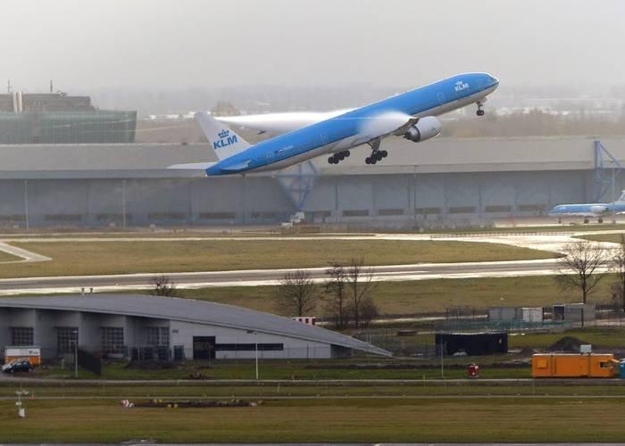 Het vliegtuig stijgt op
