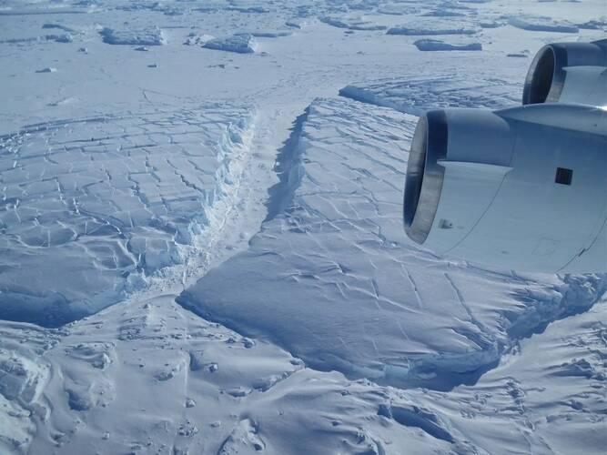Bevroren ijskappen in West Antarctica, november 2014. ©NASA /James Yungel