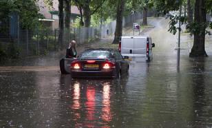 De enorme hoeveelheid regen leidde op veel plaatsen tot wateroverlast  © Leo Wouters