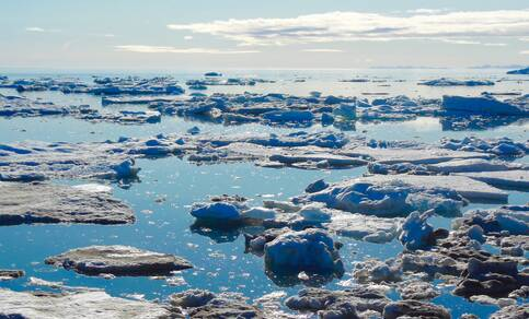 Zee-ijs nabij Edgeøya, Spitsbergen (foto: R. Bintanja)