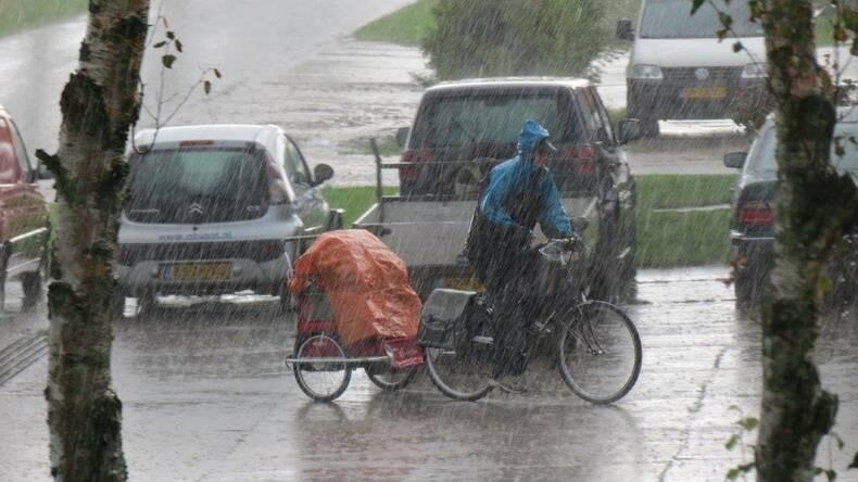 Juli was een zeer natte maand. Een warme dag eindigde steevast met onweer (foto: Jannes Wiersema).