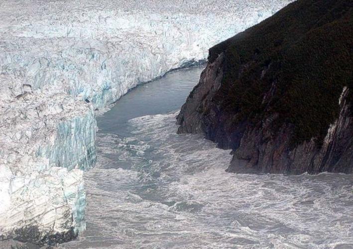 Uitbraak van smeltwater bij de Hubbard Glacier op 14 Augustus 2002. Bron: US Geological Survey.