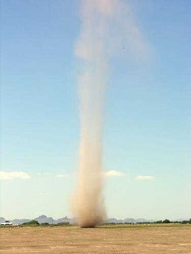 Een 'dust devil' in de woestijn van Arizona in de Verenigde Staten, bron: NASA.