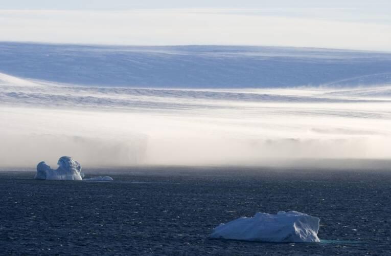 Katabatische wind met stuifsneeuw op Antarctica, 28 januari 2007, bron: Photo © Samuel Blanc.