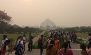 Figuur 1: Lotus Tempel, New Delhi, in de smog. (Bron: Frank Selten)