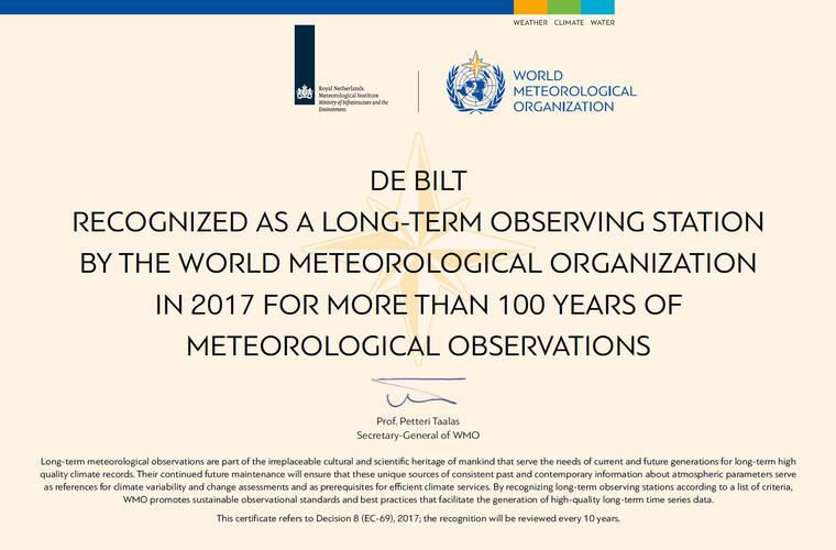 certificaat van de WMO voor meer dan 100 jaar waarnemingen in de bilt