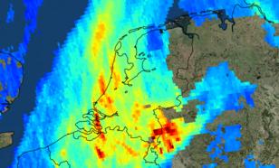 satellietbeeld van nederland waarop NO2 concentratie, stikstofdioxide, op 7 november te zien is. Hier zijn heel goed de pluimen van Brussel, Antwerpen, Rotterdam/Den Haag, Amsterdam en het Ruhrgebied te zien