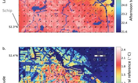 Figuur 1: verwachte middagtemperatuur (a.) en afwijking van avondtemperatuur in de stad ten opzichte van de rurale avondtemperatuur op Schiphol (b.) voor Amsterdam tijdens een hittegolf in 2015, volgens de UFS. Bron: Ronda et al. (2017). ©2017 AMS