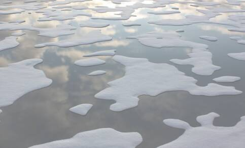 Figuur 1. Smeltend Arctisch zee-ijs. Bron: R. Bintanja.