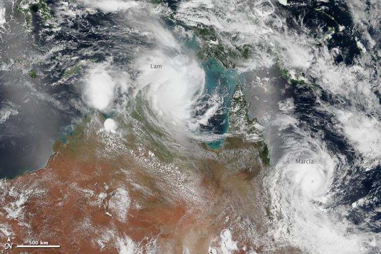 Figuur 1. Orkanen Lam en Marcia nabij noord Australië op 9 februari 2015. Bron: Nasa.