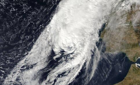 Figuur 1: Satellietfoto van de orkaan Leslie op 13 oktober bij Portugal