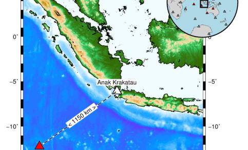 Omgeving van vulkaan Anak Krakatau met locatie van CTBTO infrageluid station I06AU (Cocos Islands) op 1150 km afstand. De locaties van CTBTO infrageluid stations die de eruptie hebben gemeten zijn met rood aangemerkt in het kaartje rechtsboven.