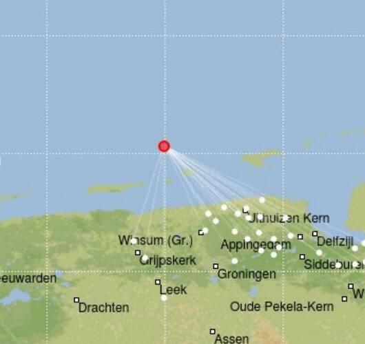 Rode stip die seismisch signaal van magnitude 2,1 aangeeft.