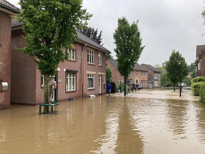 hevige regenval in simpelveld, limburg op 13 juli 2021