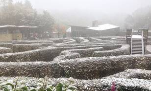 Sneeuw op de Vaalserberg op het Drielandenpunt in Limburg op 14 oktober 2015. Foto Lisette Heiligers L1/Meteo Limburg