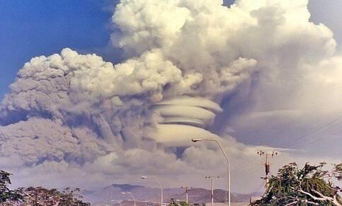Uitbarsting Filipijnse vulkaan Pinatubo. Bron: http://merelinc.com/catastrophe/pinatubo-eruption-1991