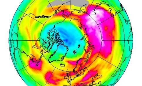 afbeelding van aarde met satellietwaarnemingen met het GOME2 instrument van de ozonlaag boven de Noordpool op 28 maart 2020