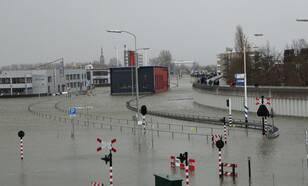 Hoogwater in Delfzijl door de zware storm van 5 december 2013 (foto: Jannes Wiersema)